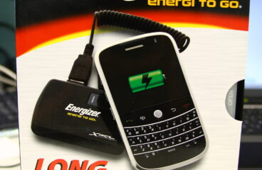 iPhone 的行動電源 Energizer XpalPower XP-2000